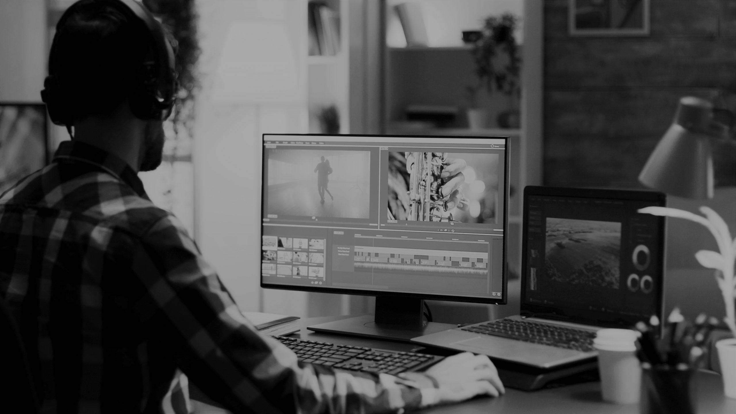 Informationsarchitekt bei der Post-Produktion eines Screencasts bzw. Image-Videos für ein Unternehmen.
